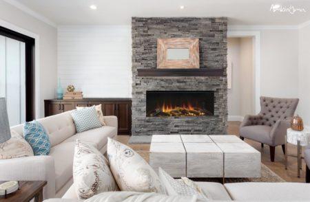 exemplo de lareira moderna numa sala de estar